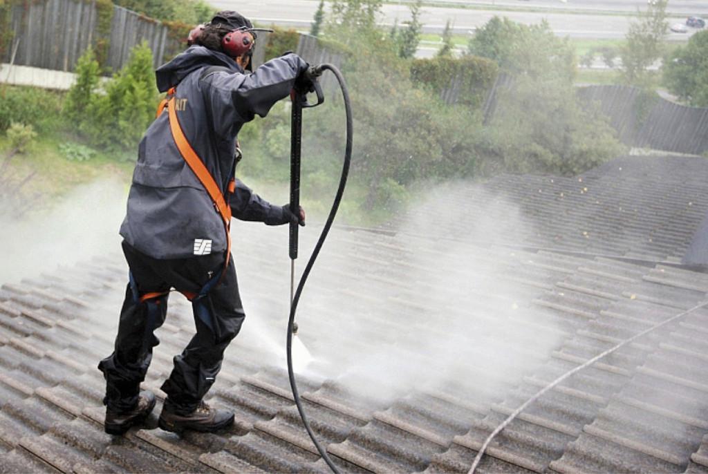 PESU. Onnistunut katonpesu edellyttää riittävän tehokasta kalustoa, jossa vedenpaine ja -määrä sekä pesuveden lämpö- tila voidaan säätää kunkin kohteen vaatimusten mukaiseksi.