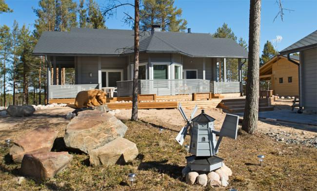 Rakennusmateriaaleina on käytetty puuta, kiveä ja hirttä.
