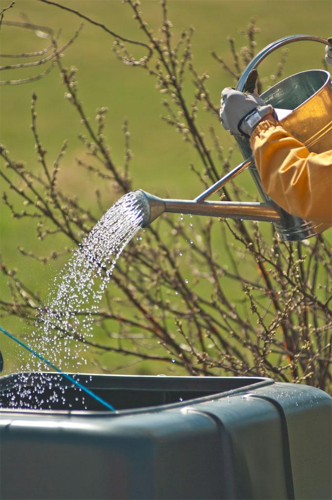 Kompostin kasteleminen - puutarhakompostointi