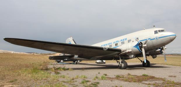 """Historiallinen DC-3 -lentokone """"Lokki"""" tulee näytteille Vantaan Asuntomessuille."""