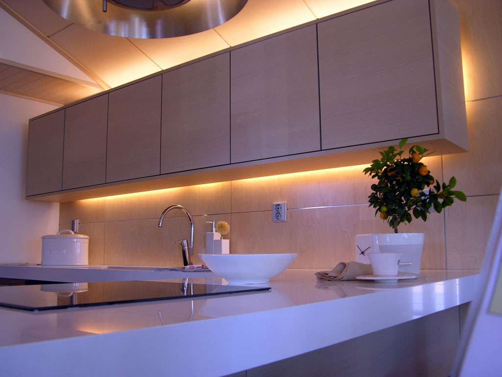 Keittiön suunnittelu ja sähköistys  Suomela  Jotta