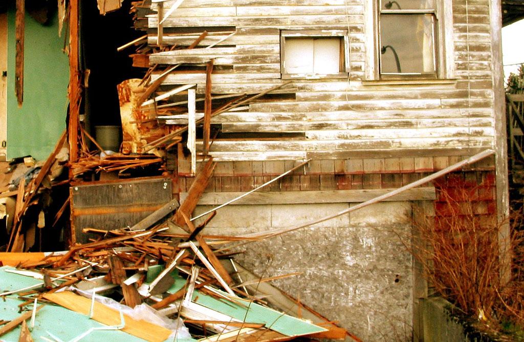 asbestityöt - purettu rakennus