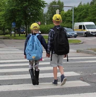 lapsi liikenteessä - suojatie