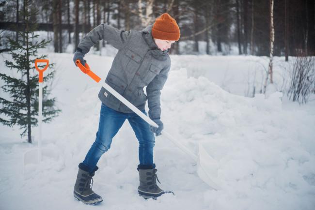 Fiskars_Action_Garden_SnowXpert_Snowpusher_white_1003469