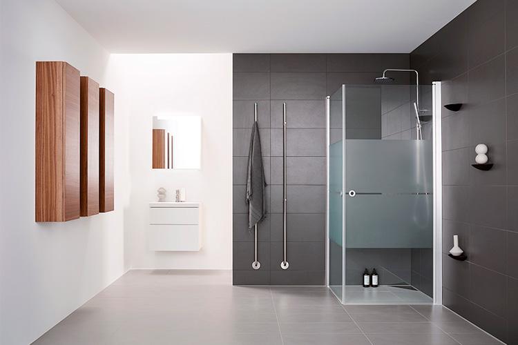 Kylpyhuoneen lattiamateriaali