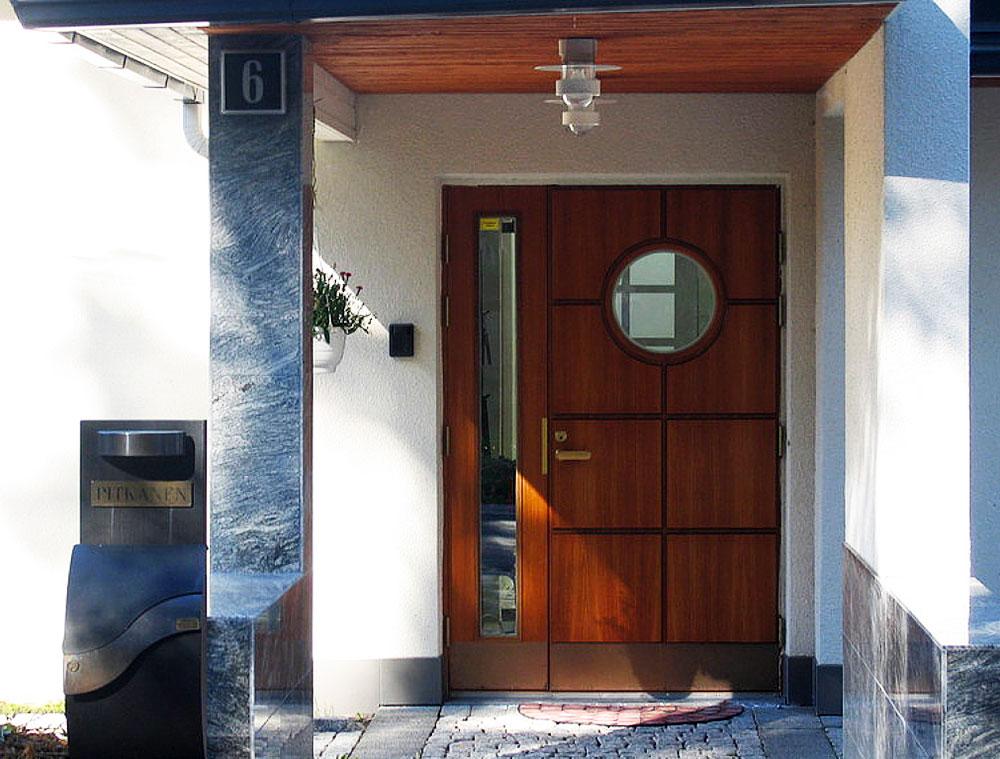 Ulko ovi suojaa kotia ja viimeistelee talon tyylin  suomela fi