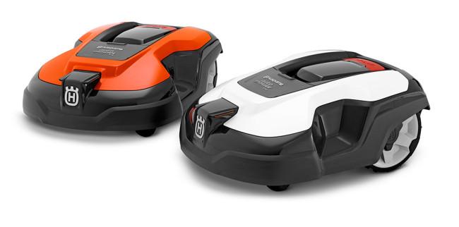 Minkä värisen Husqvarna Automower® -robottiruohonleikkurin haluat? Pikakiinnityksellä varustettu värikuori on helppo ottaa pois ja laittaa paikoilleen. Saatavana on kolme eri väriä: harmaa (vakio), valkoinen tai oranssi (lisävarusteina).