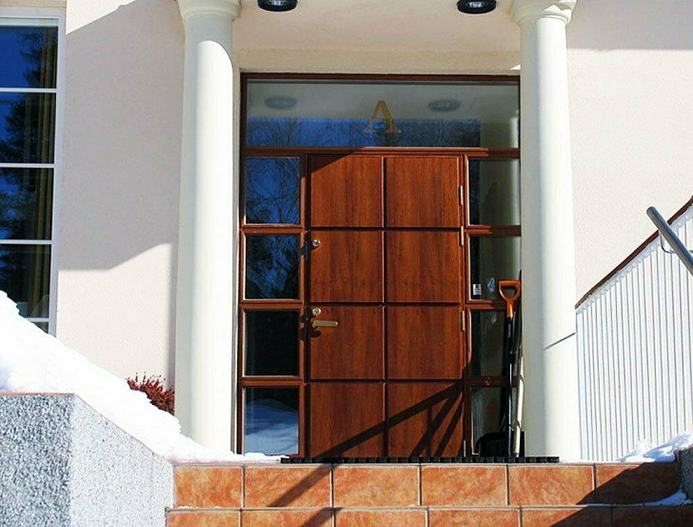 Ulko ovi suojaa kotia ja viimeistelee talon tyylin  Suomela  Jotta asuminen