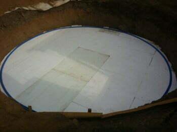 Pohjalle asetettiin kovamuovinen vanne jossa oli ura metallireunaa varten.