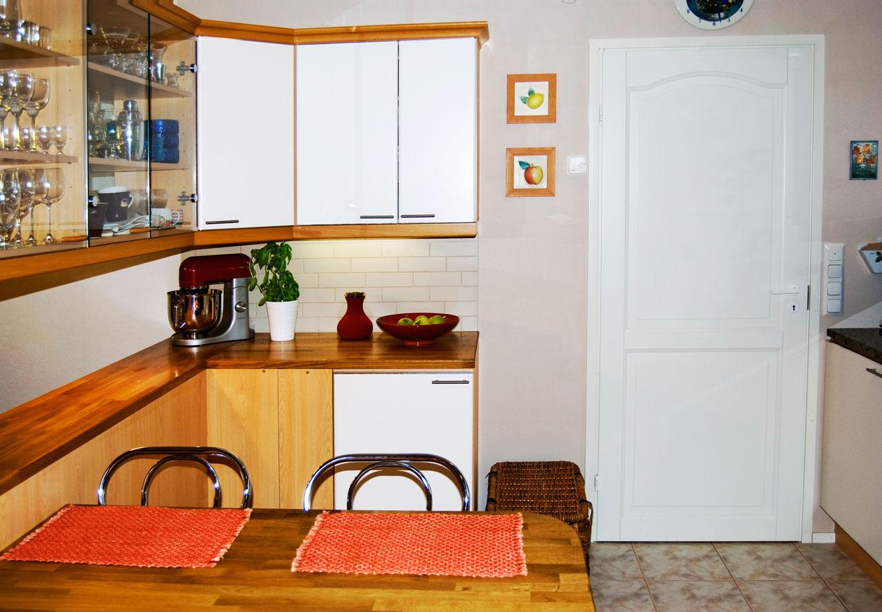 Vanhasta uutta kaappien ovet uusittiin maalaamalla  Suomela