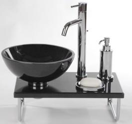Pieneen tilaan sopivat: musta granittiallas, graniittiallastaso, krominen saippuakuppi ja krominen pumppupullo