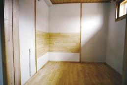 Makuualkovina palvellut tila haluttiin palauttaa löylyhuoneeksi, jollainen se oli aikanaan ollut.