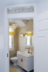 Yläkerran wc:n koristeellinen hana on ranskalainen