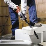 Puukkosahalla on paljon käyttöä rakennus-, korjaus- ja purkutöissä
