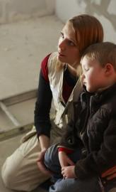 Virva ja neljävuotias Kasper ovat käymässä työmaalla.