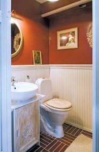 Gustavsbergin wc-istuin on normaalia korkeampi.