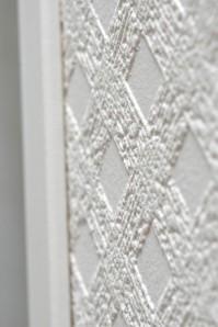Patent Decorin tapettien pintakuvio nousee esiin pintaan vedettävän maalin ansiosta