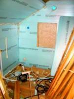 Perusteellinen lämmöneristys hoidettiin tilaa säästävillä materiaaleilla.
