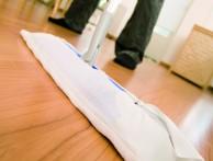 Laminaattilattiaa ei pidä pilata liialla siivoamisella