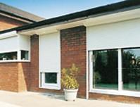 Ikkunan eteen laskettavat metallirullaimet estävät tehokkaasti ikkunasta murtautumisen.