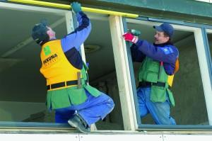 Lammin Ikkunan ammattilaisille oli tulla asennustyön tiimellyksessä hiki