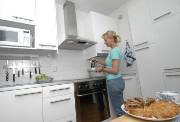 Vaativa materiaali, metalli, antaa keittiölle modernin ilmeen