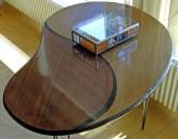 Olohuoneen pikkupöytä on pelastettu roskalavalta.