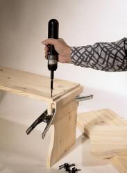 Laatikon kehysten kokoamiseen voit tehdä vanerista ja liimapuun suikaleesta ohjaimen