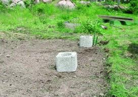 Pohjan tekeminen kesti päivän ja siihen tarvittiin 12 lecaharkkoa, betonisäkki ja kuusi säkillistä sementtiä.