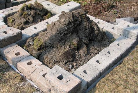 Kivet oli helppo latoa paikalleen huolella tasatun anturan päälle.