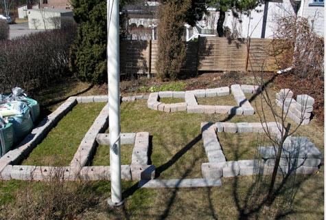 Ensimmäisenä työvaiheena suoritettiin suunnittelupiirustusten mukainen kivien koeladonta.