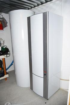 Toinen varaaja mahdollistaa tuotetun energian hyödyntämisen käyttöveden lämmityksen lisäksi myös asuintilojen ja kellarin lämmitykseen.