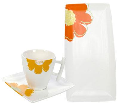 Sunny Flower -posliiniastiasarjan astioita