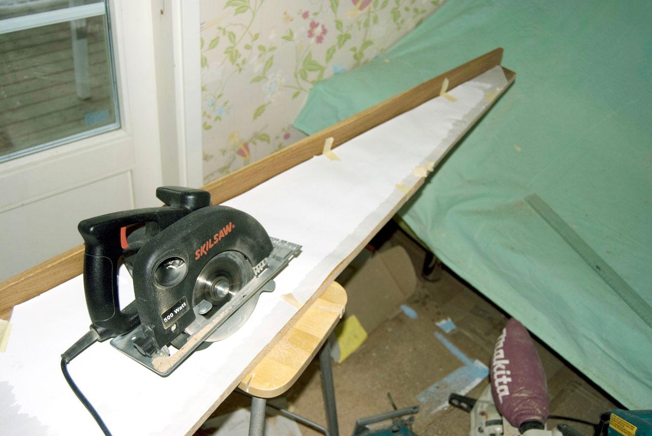 Pala leikataan sapluunan mukaan sirkkelillä, pistosahalla tai jopa käsipelillä muodosta riippuen.