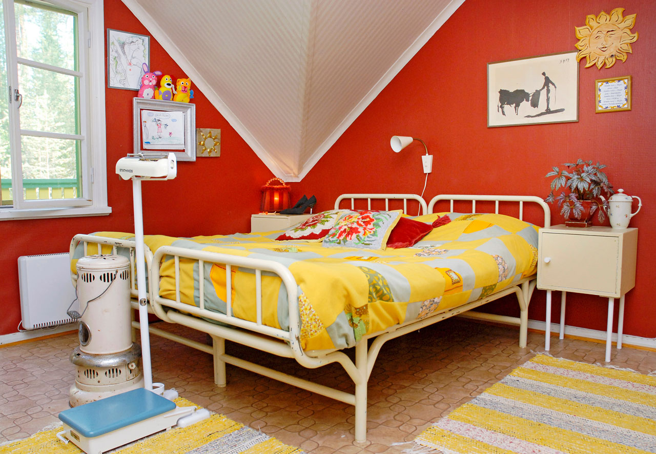Huvikummun erikoisuuksiin lukeutuvat muun muassa vanhan mielisairaalan rautarunkosängyt.