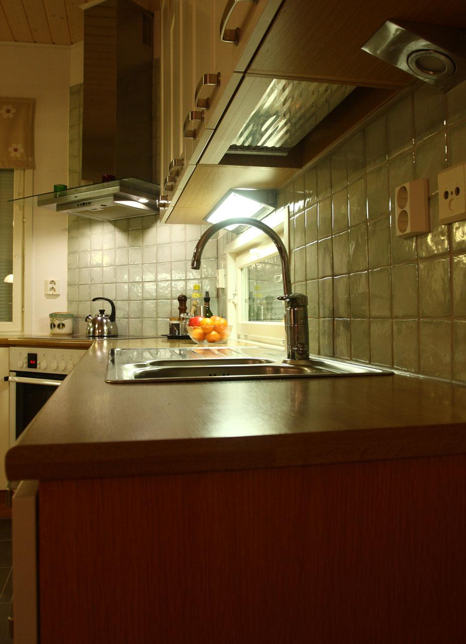 Led valaisin ja keittiön valaistus  led lamppu kirkasti keittiön!  Suomela