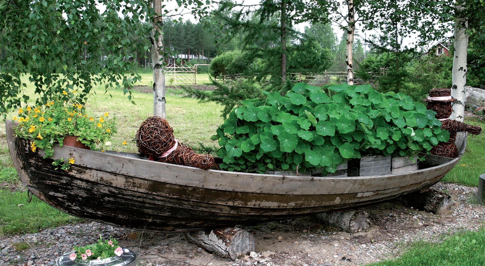 Veneen hiljainen pajupariskunta jättää krassikuorman päämäärän arvoitukseksi.