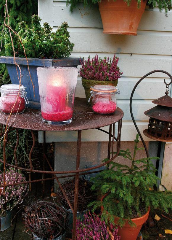 Sisääntulossa on kaksi pääväriä: havunvihreä ja vaaleanpunainen