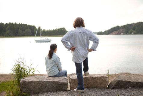 Sisko ja se veli projektin alussa merellisissä maisemissa.