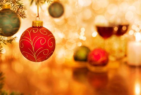 Punainan, valkoinen ja kulta ovat joulukoristeiden hallitsevia värejä.
