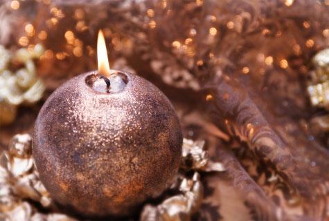 Kynttilät kuuluvat olennaisena jouluun.