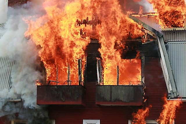 Roskisten sijainnilla on merkitystä siksi, että jäteastiat ovat helppo kohde tuhopolttajille.