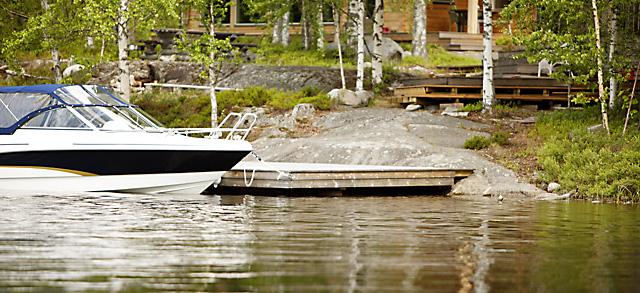 Tarkista veneen kiinnitys ja lukitus. Eihän vene vuoda?