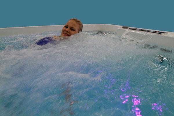 Poreallasominaisuus Uimarin isossa uima-altaassa