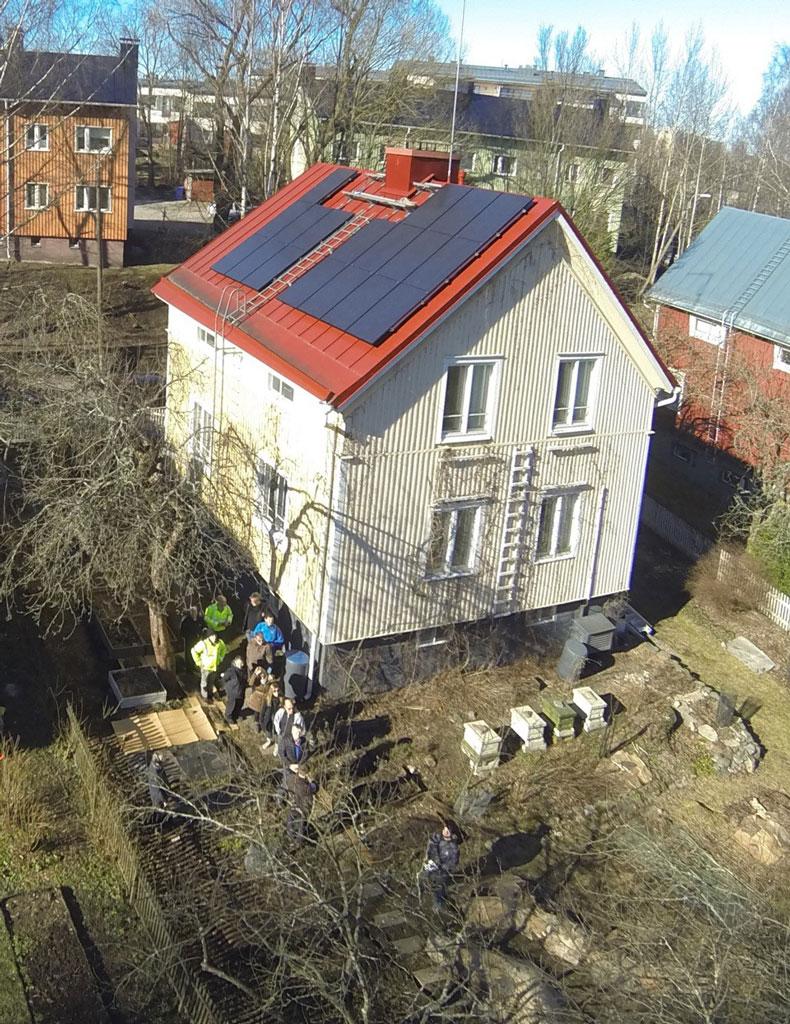 Omalta katolta voi saada sähköä samaan hintaan kuin sähköyhtiöltä noin 15 vuoden takaisinmaksuajalla laskettuna. Kuva: Janne Käpylehto