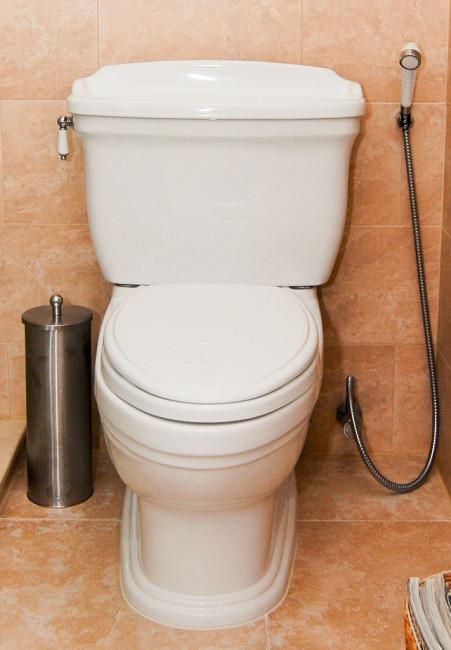 wc-istuin ja bide-suihku