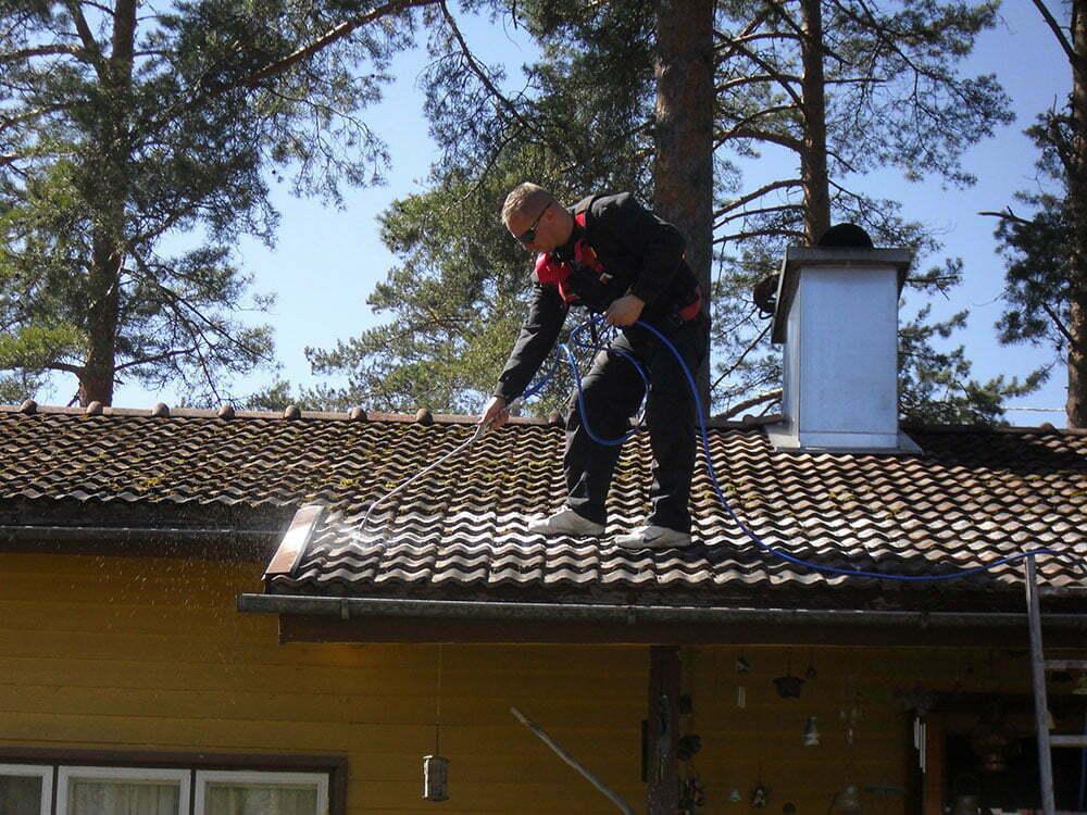 biocomb_puhdas_katto_puhdistuskasittelya_katolla