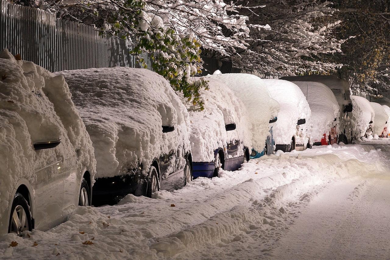 Talven ei tarvitse aina yllättää autoilijaa. Voi tehdä myös päin vastoin ja  varautua  vaihtaa talvirenkaat ajoissa ja sen jälkeen pitää niiden ... 896c4dfc3a