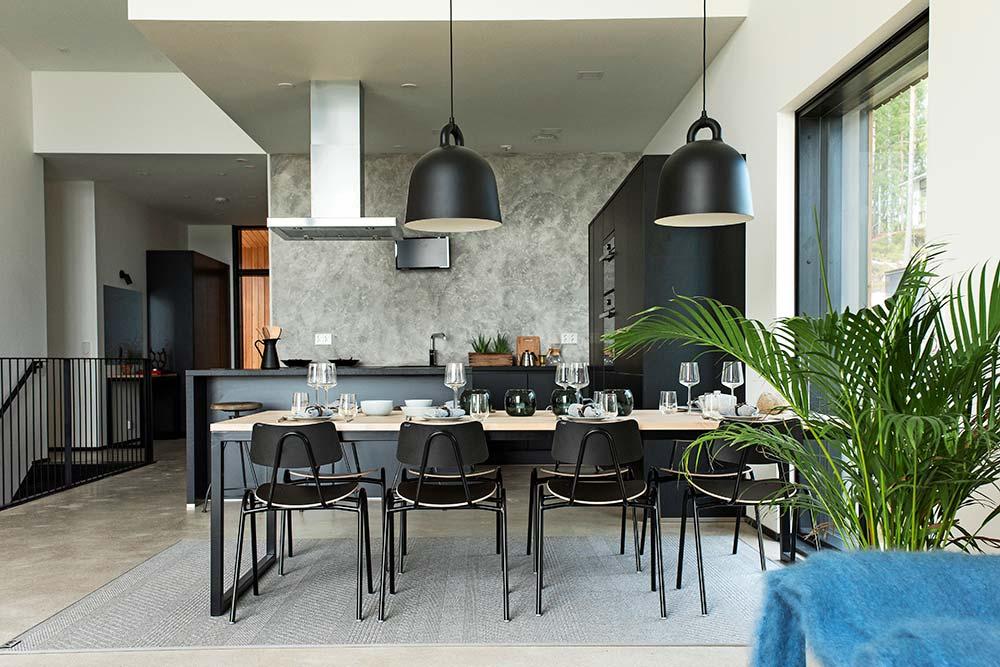 3 x keittiö – Minimalistinen musta keittiö  Suomela  Jotta asuminen olisi m