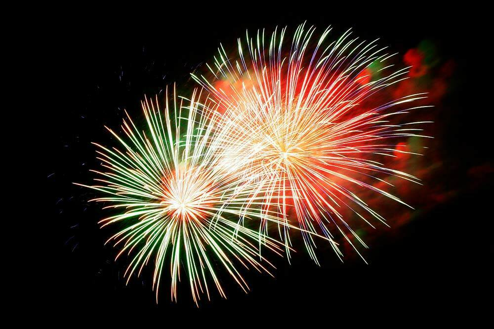 Uuden vuoden juhlijan tärkein asuste unohtuu monelta: suojalasit voivat kuitenkin parhaimmassa tapauksessa pelastaa juhlijan näön.